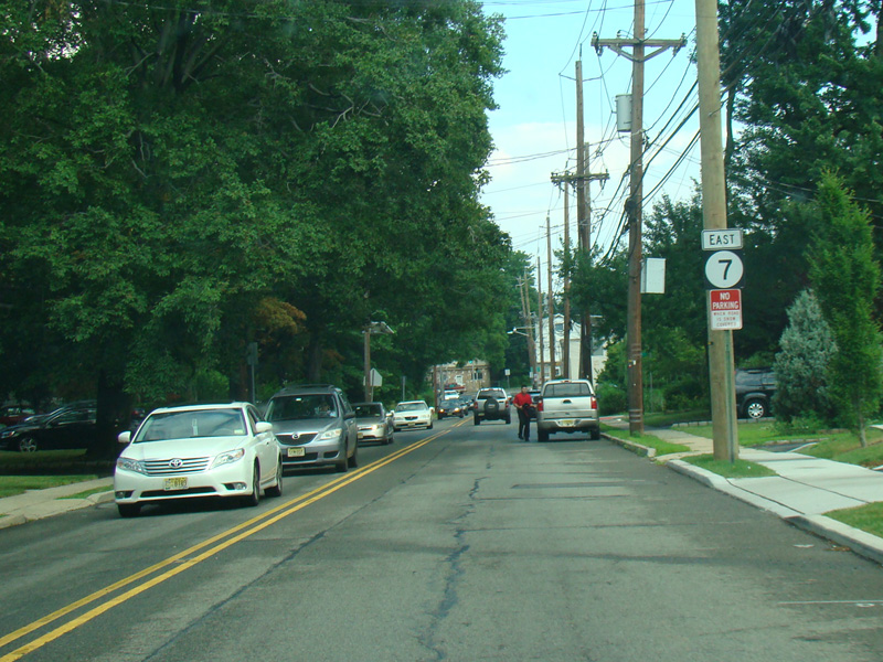 Kingsland Street Runs East As A Two Lane Undivided Road There Are Traffic Lights At Franklin Avenue Cr 645 And Passaic